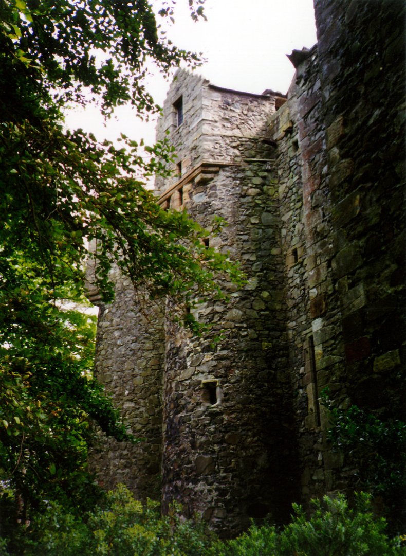Elcho Castle is a well-preserved large castle in a pretty spot, the hall is a particularly fine chamber, long held by the Wemyss family, near Bridge of Earn and Perth.