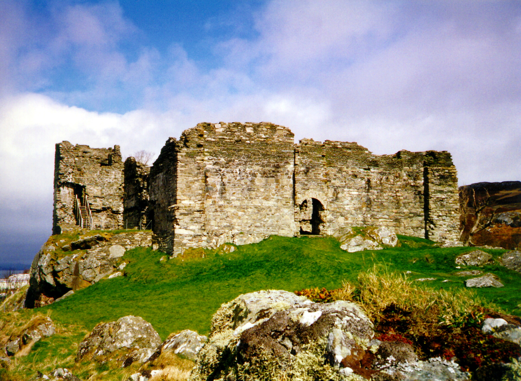 Castles Sween is an interesting old ruinous stronghold in a pretty spot, near Kilmory Knap Chapel with its fabulous carved cross, in a peaceful spot on the banks of Loch Sween, near Tayvallich in Argyll in western Scotland.