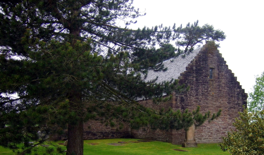 Tullibardine Castle is the site of a large and important but now demolished old stronghold of the Murray family, by the fine Tullibardine Chapel, in a pretty peaceful spot near Auchterarder in Strathearn in Perthshire in central Scotland.