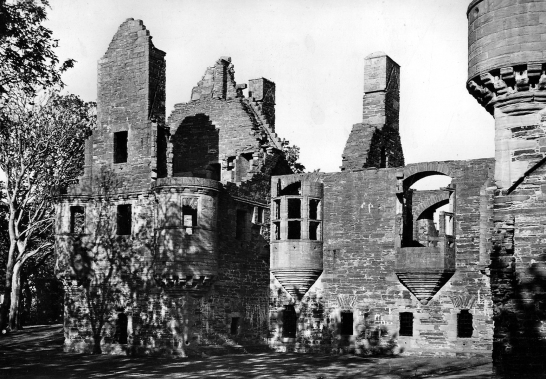 Earl's Palace, near the Bishop's Palace, a fabulous complex of two ruinous palaces by St Magnus Cathedral in Kirkwall, the capital of Orkney.