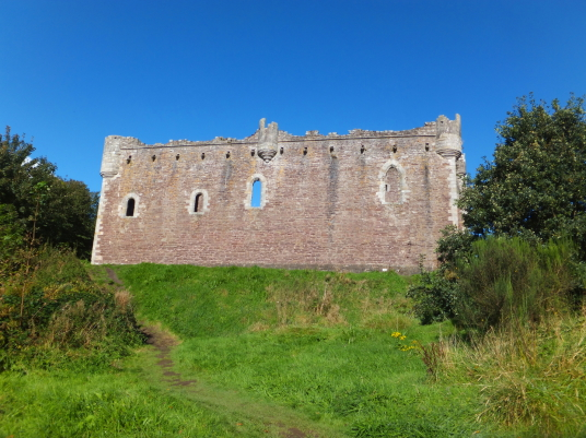 View of the courtyard wall of Doune Castle, a magnificent medieval castle in a pretty spot by the River Teith, built by Robert Stewart, Duke of Albany, near Doune in Stirlingshire.