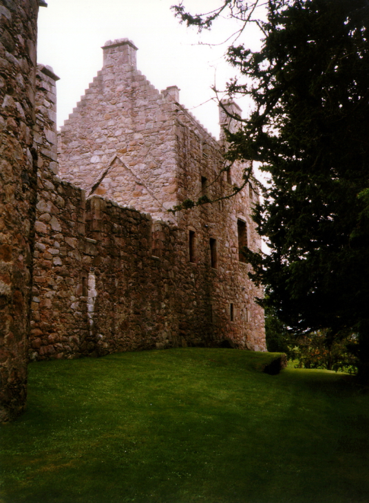 Tolquhon Castle is a substantial ruinous courtyard castle with a large tower and some fantastic stone carving on the gatehouse, held by the Preston family and then by the Forbeses, in a quiet spot near Tarves (Tarves Tomb)