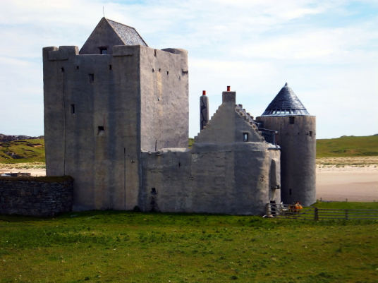 Breachacha Castle is a scenic old restored castle near the later mansion, of the MacLeans of Coll, by a beautiful sandy beach on the coats of the lovely and peaceful Hebridean island of Coll.
