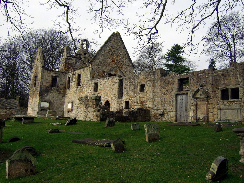 St Bridget's Kirk at Dalgety is a fascinating old church with a domestic block at one end, built by the Setons, in a pretty wooded spot by the sea, near the new town of Dalgety Bay in Fife in central Scotland.