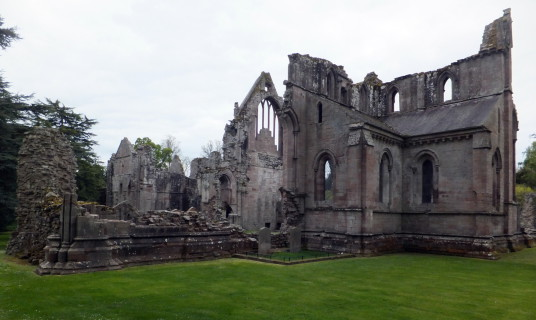 Dryburgh Abbey is a fantastic and scenic ruinous abbey, burial place of Walter Scott and set in a peaceful spot by the River Tweed, near Melrose in the Borders in the southeast of Scotland.