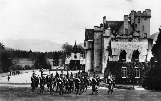 Atholl Highlanders, Blair Castle, the magnificent castle with a sumptuous interior of the Murray Dukes of Atholl, set in lovely gardens and grounds in a mountainous location, at Blair Atholl near Pitlochry in Perthshire.