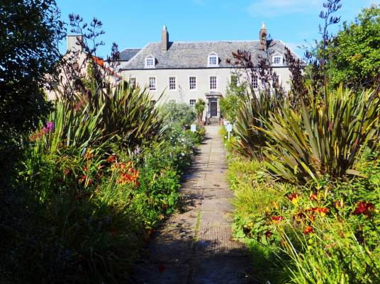 Cockenzie House is a long but attractive plain mansion, dating from the 17th century and long held by the Cadell family, in beautiful gardens with a cafe, shop and gallery in the pleasant seaside town of Cockenzie and Port Seton on the banks of the Firth
