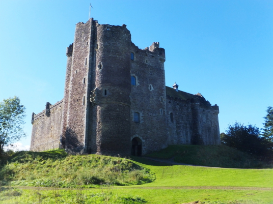 Castle Leoch in Outlander / Doune Castle