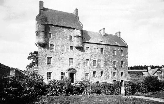 Lallybroch in Outlander / Midhope Castle
