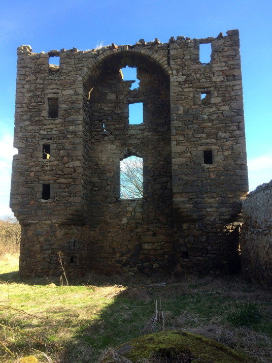 Saltcoats Castle is a scenic, ruinous and overgrown old castle of the Livingstone family, near the pretty village of Gullane in East Lothian in southeast Scotland.