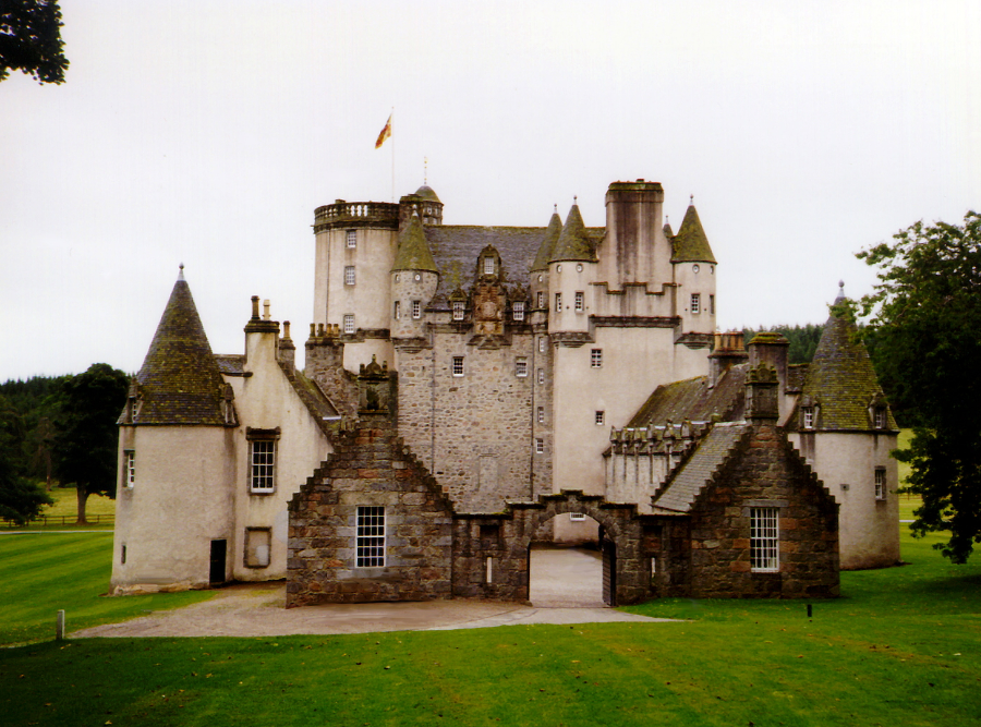 Scotland |  Gardens The of Castle and Fraser Castles